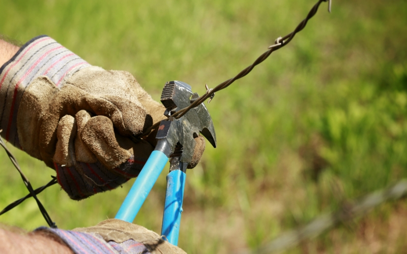 Mending Woven Wire Fencing